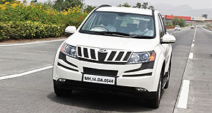 Mahindra 2012 XUV500 Indian takeaway: Australian journalists get their first taste of the Mahindra XUV500 on a typically manic Indian road.