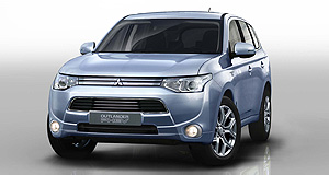 Mitsubishi 2015 Pajero Plugged-in: The new Mitsubishi Pajero could use hybrid technology much like that used in the smaller Outlander PHEV.