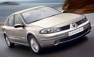 Renault Laguna 2.2dCi - Action shot
