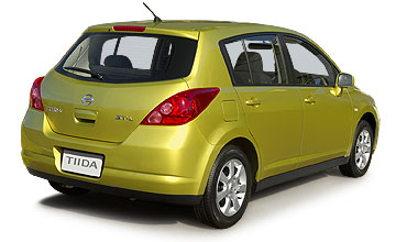 June 2001-January 2006 Nissan Tiida ST-L 5-dr hatch Rear shot