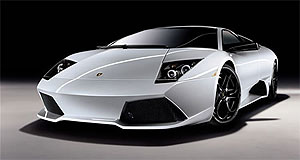 Lamborghini  Blinged: Versace LP640 reveals its 471kW/660Nm V12 for the first time.